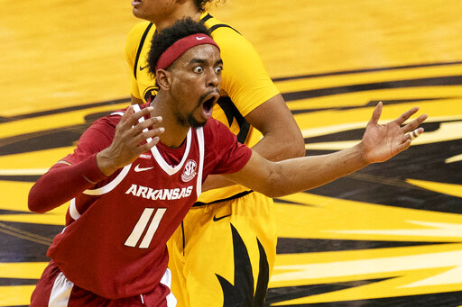 Smith leads Arkansas to overtime victory at Missouri