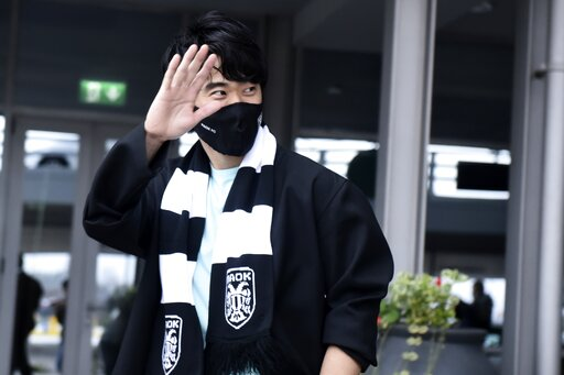 Japan midfielder Kagawa signs for Greek club PAOK