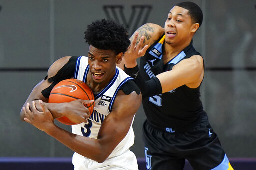 Robinson-Earl leads No. 5 Villanova past Marquette 96-64