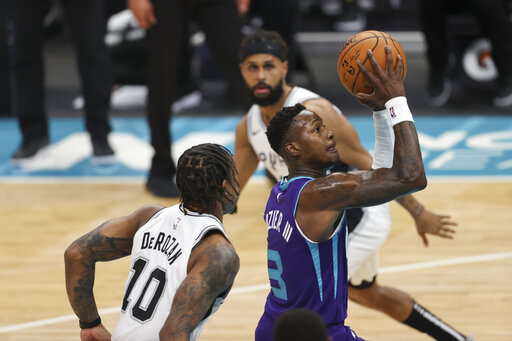 Murray, White power Spurs over short-handed Hornets 122-110