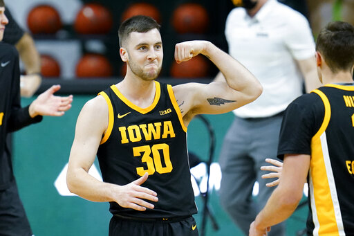 Wieskamp-led No. 15 Iowa routs Michigan State 88-58
