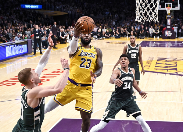 Milwaukee Bucks and Los Angeles Lakers Tangle on the West Coast Wednesday